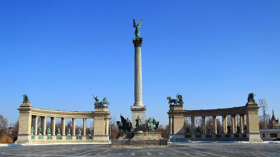Budapest, Hősök Tere, Napfény